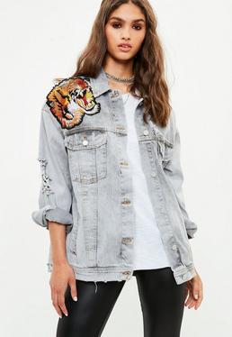 Szara jeansowa owersajzowa sprana kurtka katana z naszyciami na plecach
