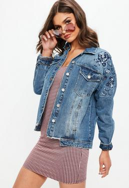 Niebieska owersajzowa jeansowa kurtka