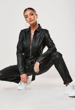 Czarny jeansowy woskowany kombinezon zapinany na zamek z paskiem i kieszeniami