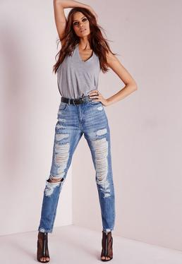 Extrem zerrissene High-Rise-Mom-Jeans in Antikblau