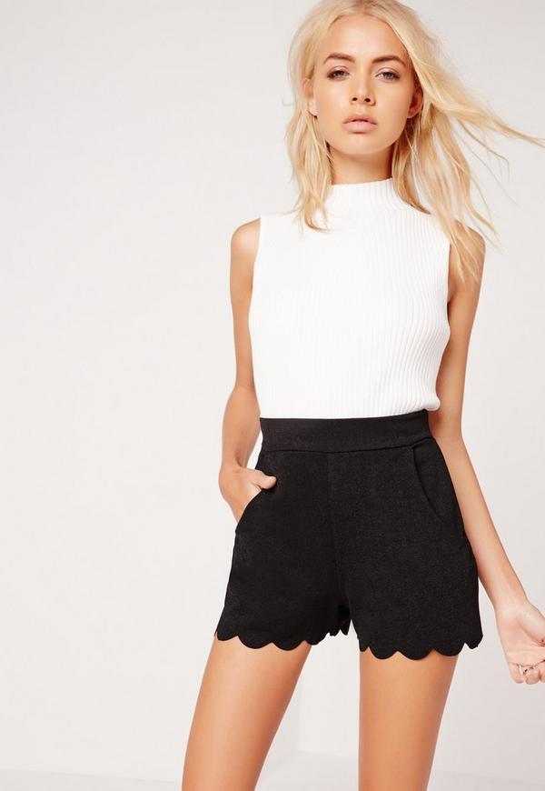 Scallop Edge Crepe Shorts Black