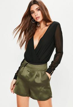 Glanz-Satin Shorts mit Seiten-Knoten mit Taschen in Khaki