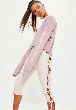 Różowe spodnie dresowe 3/4 z ozdobnymi wiązaniami po bokach