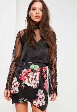Oversize Skort-Hosenrock aus Satin mit Blumenmuster in Schwarz