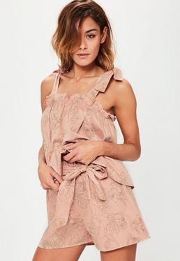 Shorts de estampado de flores delineadas de algodón en rosa