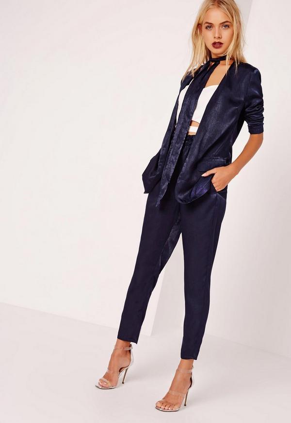 blazer en satin bleu marine avec cravate missguided. Black Bedroom Furniture Sets. Home Design Ideas
