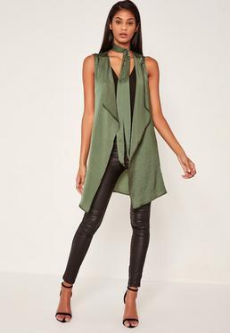 Veste sans manches vert kaki en satin détail foulard