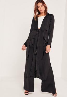 Czarny satynowy długi płaszcz