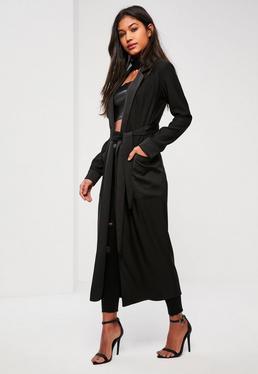 Czarny satynowy długi płaszcz z dużymi kieszeniami