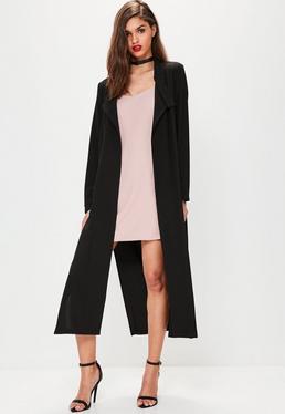 Czarny długi płaszcz z rozcięciami bo bokach