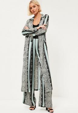 Satynowy płaszcz w orientalne wzory