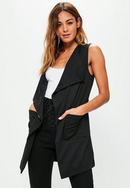 Ärmelloser Lang-Blazer mit Wasserfallausschnitt und Taschen in Schwarz