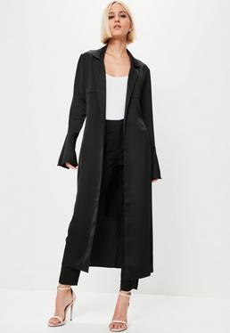Czarny satynowy płaszcz premium z falbanami na rękawach