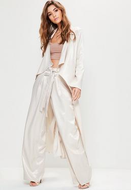 Premium Nude Duster Mantel aus strukturiertem Satin