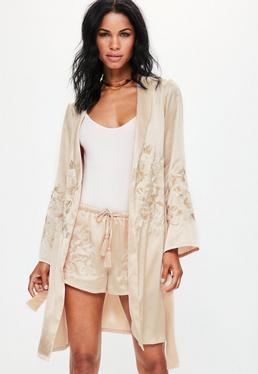 Kimono Premium nude en satin brodé avec ceinture