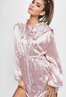 Różowy metaliczny satynowy płaszcz Londunn + Missguided