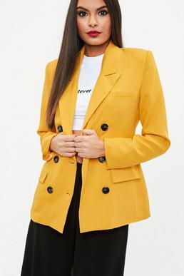 Blazer cruzada con botones de crepé en amarillo