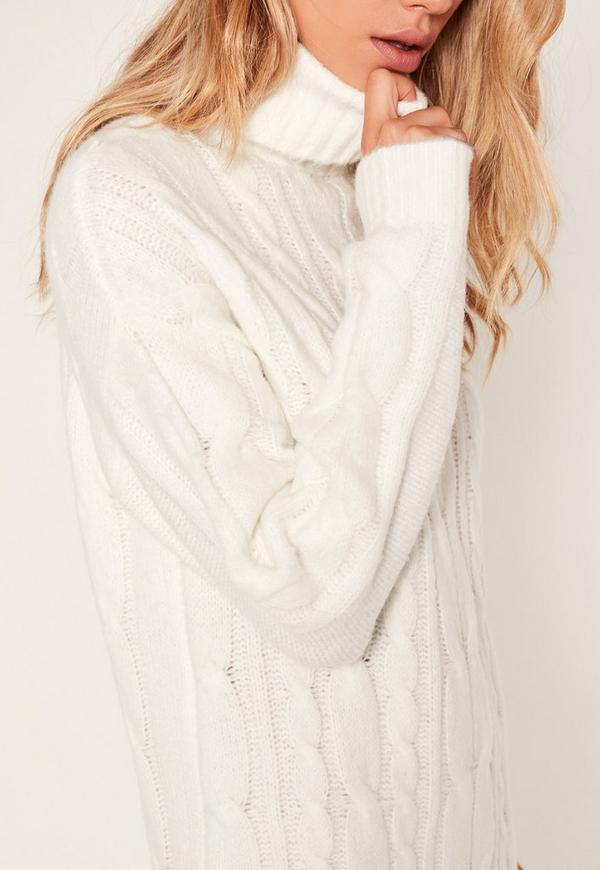 Robe longue en maille blanche