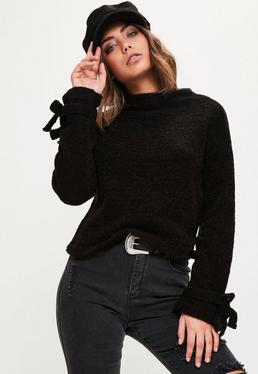 Czarny sweter z wiązaniami na rękawach