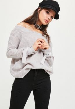 Szary prążkowany sweterek bardot z dzianiny z wiązanymi rękawami
