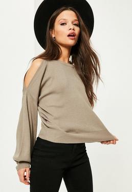 Szary sweter z wyciętymi ramionami i bufiastymi rękawami