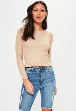 Karmelowy krótki prążkowany sweter z falbanką