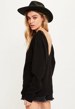 Czarny sweter z wycieciem V na plecach i koronką