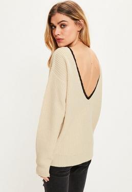 Beżowy luźny sweter z odkrytymi plecami