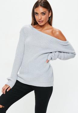 Szary sweter z odkrytym ramieniem