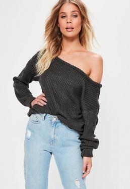 Ciemnoszary tkany sweter z odkrytym ramieniem