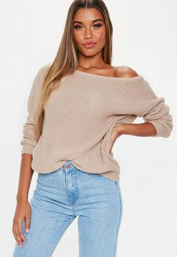 Beżowy sweter z odkrytym ramieniem