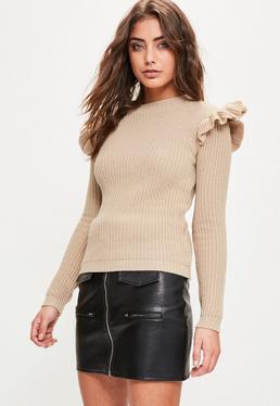 Beżowy sweter z falbankami na ramionach