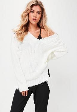 Jersey con escote en v deshilachado en blanco
