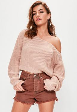 Cielisty krótki dzianinowy sweter z odkrytym ramieniem