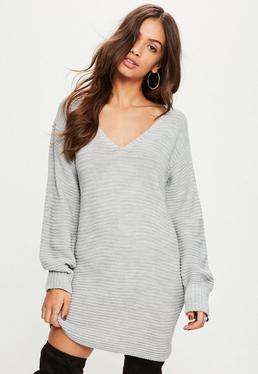 Szara swetrowa sukienka z dekoltem V