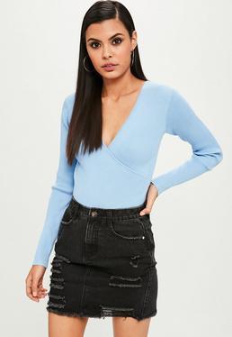 Niebieskie zawijane swetrowe body