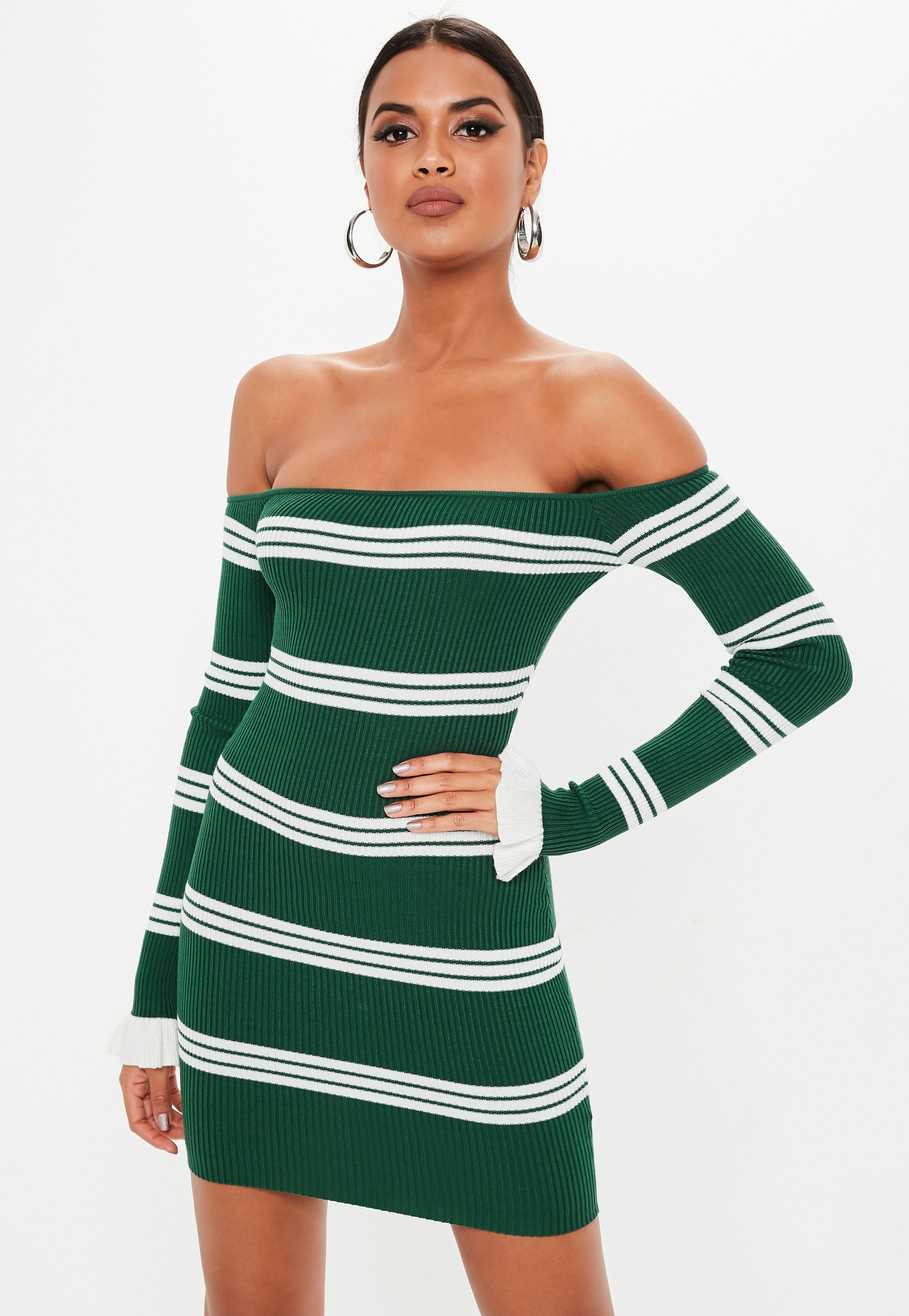 afa04652d63 Robe courte verte à rayures à col bateau et froufrous