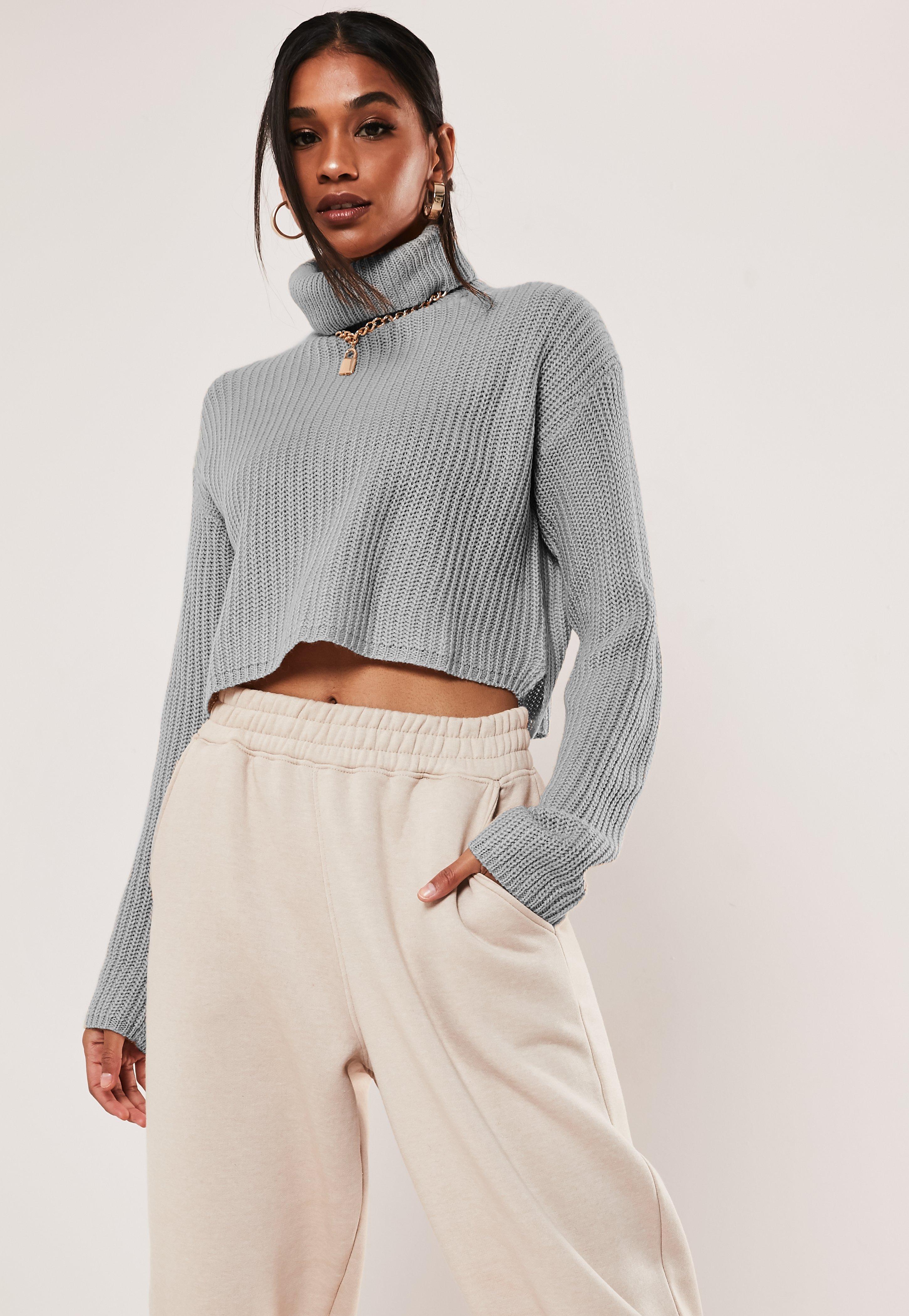 Szary krótki sweter z golfem