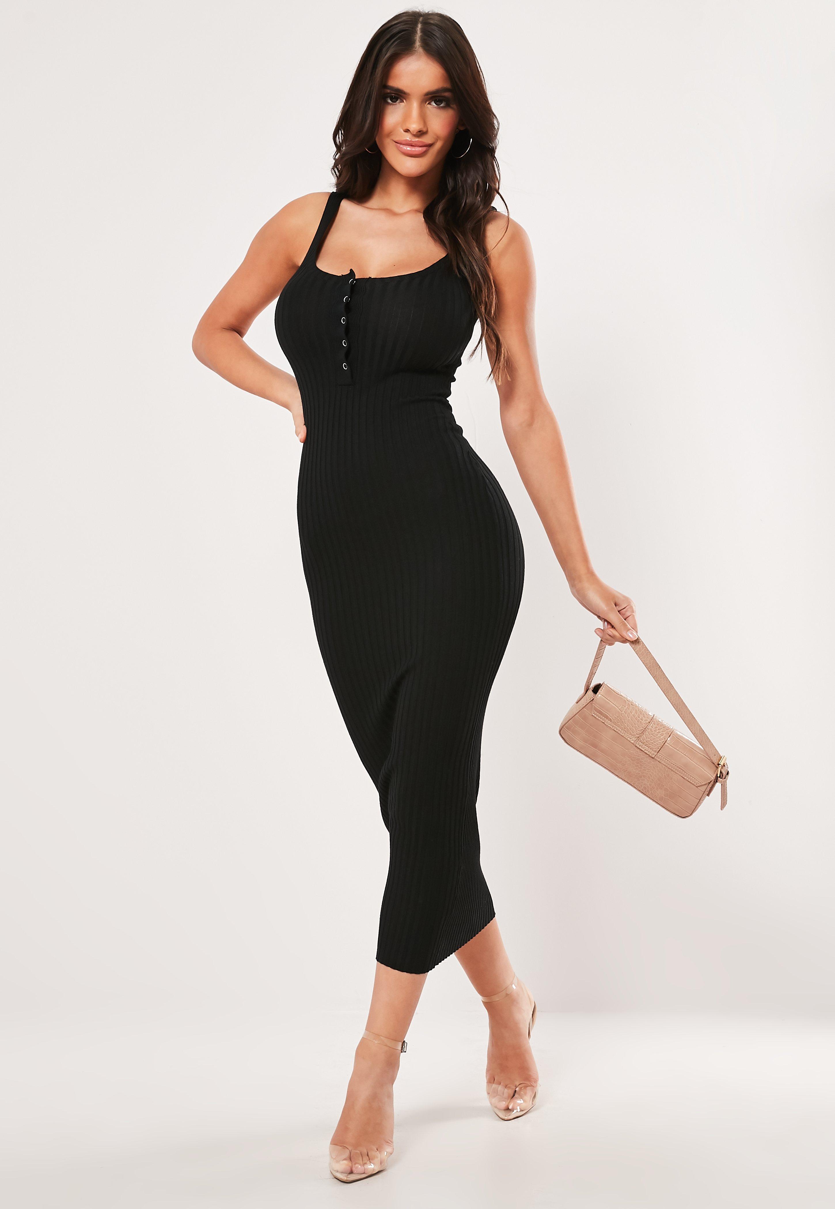 17a1dcd2 Czarna sukienka midaxi z zatrzaskami na dekolcie