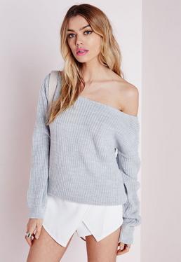Szary sweter z dzianiny Ophelita opadający na jedno ramię