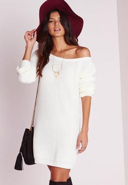 Kremowa swetrowa sukienka opadająca na jedno ramię