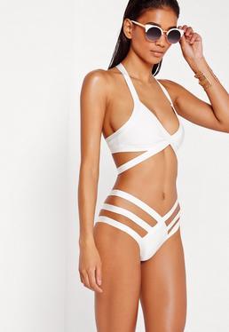 Bikini escotado con bandas y tiras blanco