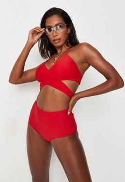 Czerwone majtki od stroju kąpielowego z wysokim stanem