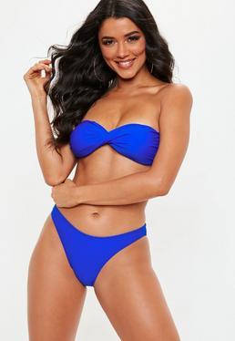 Top de bikini palabra de honor con detalle retorcido en la parte delantera azul