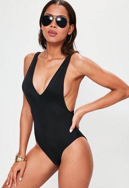 Czarny mocno wycięty jednoczęściowy strój kąpielowy