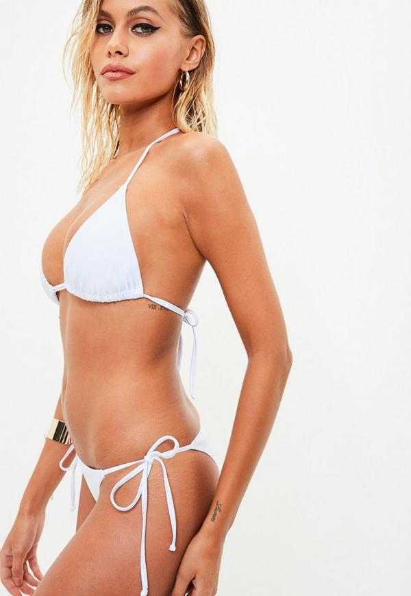 It is a simple design for this swimwear bottoms, we believed that simple is the best.