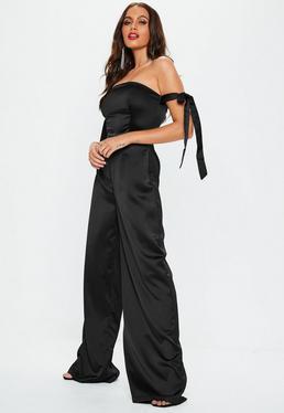 Satin Bardot-Jumpsuit mit Schnürbandärmeln in Schwarz