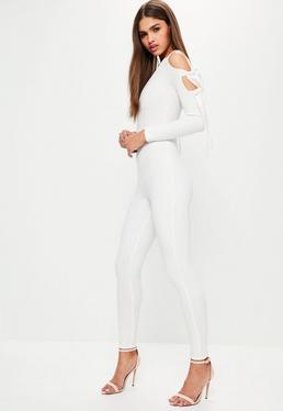 Biały długi kombinezon z wiązaniami na rękawach