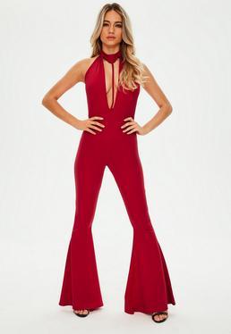 Czerwony kombinezon z rozszerzonymi nogawkami