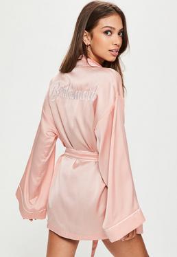 Brautjungfern Satin-Bademantel im Kurz-Pyjama-Design mit Bridesmaid-Schriftzug in rosanem Nude